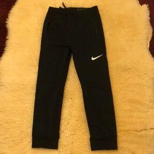 Boys L Nike joggers